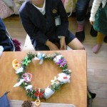 4年生『クリスマスリース』完成