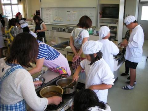 ポピー学級はカレー作りをしました。