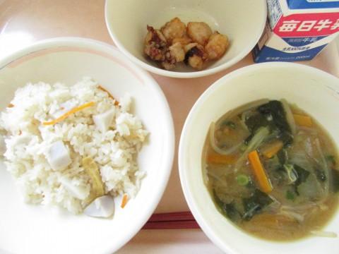 本日の給食(11月27日)里芋ごはん